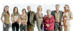 Francon jälkeen -sarjan henkilöt ryhmäkuvassa