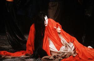 Taru Valjakka Prinsessan roolissa Paavo Heinisen oopperassa Silkkirumpu 1980-luvulla.