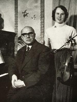 Taru Valjakka ja isänsä Oiva Kumpunen 1950-luvulla.
