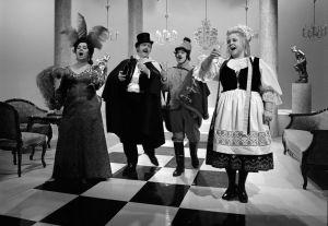 Ritva Valkama, Pertti Palo, Seppo Korjus ja Anita Välkki television viihdeohjelmassa Tapaus Ritva Valkama 10.4.1972.