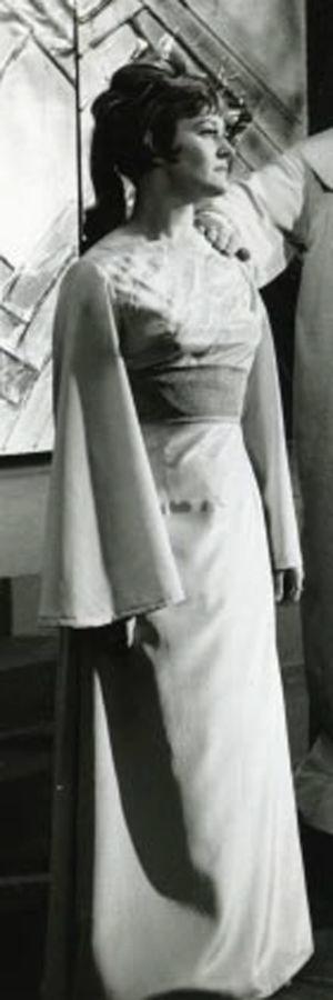 Ritva Auvinen Mozartin Taikahuilun Paminana Lahden Oopperassa 1965.