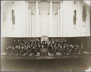 Helsingin kaupunginorkesteri ja kapellimesteri Georg Schnéevoigt vuonna 1936.