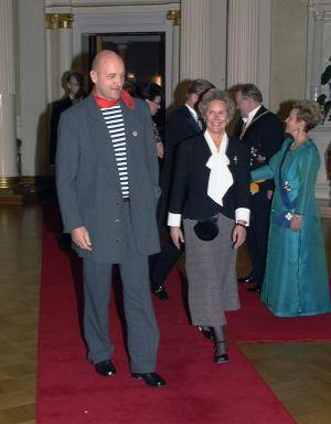 Klaus Bremer itsenäisyyspäivän vastaanotolla punaisella matolla vuonna 1997.