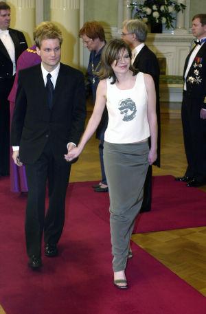 Anni SInnemäki Linnan juhlien punaisella matolla vuonna 2000.