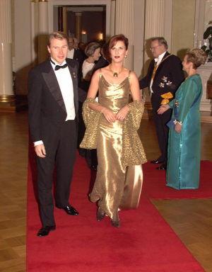 Mika Häkkinen ja hänen silloinen puolisonsa Erja Honkanen linnan juhlissa 1997.