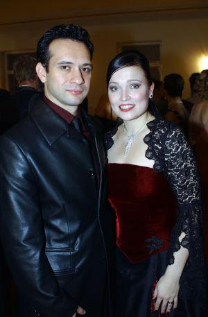 Laulaja Tarja Turunen sekä hänen puolisonsa Marcelo Cabuli Linnan juhlissa vuonna 2003.