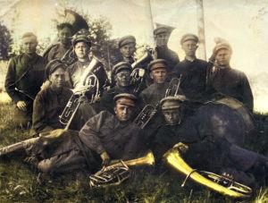 Tseljabinskin vankileirin orkesteri, mukana amerikansuomalainen Allan Sihvola.