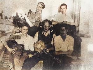 Neuvosto-karjalainen yhtye 1930-luvun lopulla, trumpetistina Allan Sihvola.