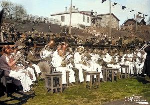 Petroskoin keskikoulun nro 2 torvisoittokunta esiintyy kesällä 1933.