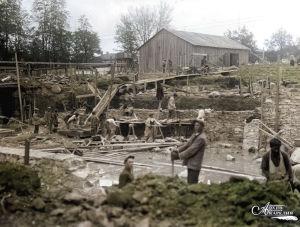 Suomalaiset rakentavat Petroskoissa Valistustaloa 1930-luvun alussa.