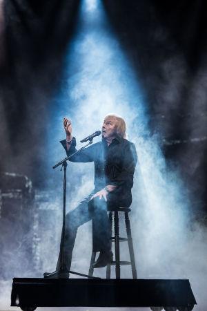 Danny esittää kappalettaan Sinä päivänä kun kaikki rakastaa mua UMK21-finaalissa