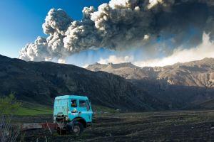 Vy över vulkanen Eyjafjallajökulls utbrott 2010.