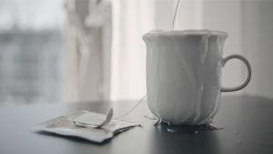 Kahvikuppi pöydällä