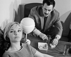 Raili Metsä ja Herman Schaibel elokuvassa Tuulinen päivä (1963).