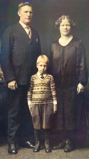 Anton, Amanda ja Allan Sihvola Ohion Warrenissa noin 1927.