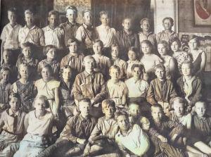 Petroskoin suomalaisen keskikoulun 5A-luokka vuonna 1934.
