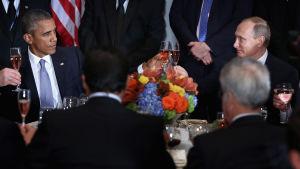 Barack Obama och Vladimir Putin skålade i New York den 28 september 2015.