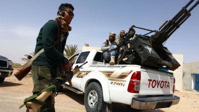 Soldater i närheten av Sirte.