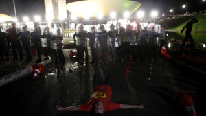 Polisen drabbade samman med demonstranter i huvudstad Brasilia efter att president Dilma Rouseff utsåg sin företrädare och partikamrat till sin kanslichef