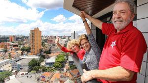 President Dilma Rouseff besökte sin företrädare Luiz Inacio Lula da Silva efter att han hade förhörts på grund av misstankar om penningtvätt i början av mars