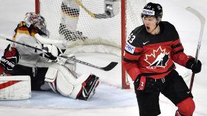 Jeff Skinner gjorde Kanadas andra mål mot Tyskland.
