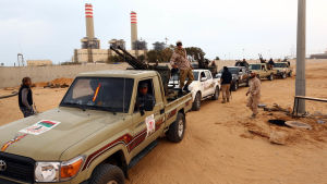 Milismän från grannstaden Misrata har trängt in i Sirte som har kontrollerats av jihadister från IS sedan ifjol