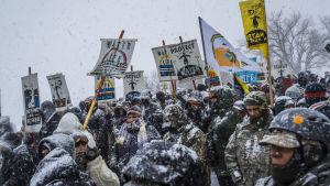 Demonstration mot oljeledning i North Dakota.