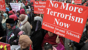 Demonstrationer efter skolmassakern i Pakistan.