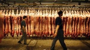 Griskött på en marknad i Kina.