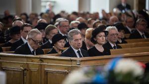 President Sauli Niinistö, hustrun Jenni Haukio och president Martti Ahtisaari med hustrun Eeva Ahtisaari vid Mauno Koivistos begravning den 25 maj 2017.