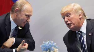 Vladimir Putin och Donald Trump träffas för första gången.