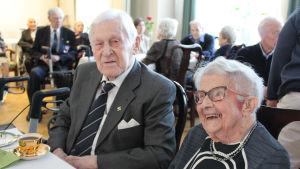 100-åringarna Bror Borgar och Disa Ismark firas gemensamt på servicehuset Hemmet.
