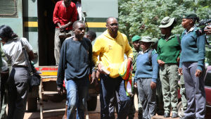 Patsorn Evan Mawarire förs till domstol åtalad för uppvigling mot staten i samband med proetster mot högre bensinpriser i Zimbabwe.