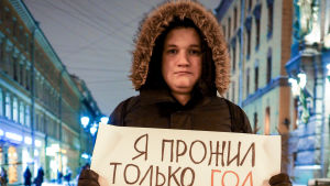 Venäjällä hallitus kiristää otetta nuorista ja internetistä – taustalla huoli suosion laskusta.