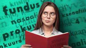 Nainen sivistyssanakirjan kanssa
