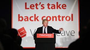 Boris johnson propagerar för att Storbritannien ska lämna EU uder kampanjen år 2016       under