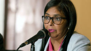 Delcy Rodriguez tillkännagav frigivningen på en presskonferens.
