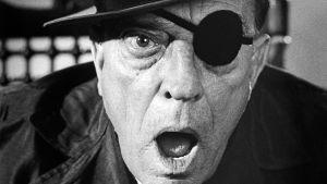 Buster Keaton katsoo kameraa. Kuva Samuel Beckettin ja Alan Schneiderin kokeellisesta elokuvasta Viimeinen rooli (Film, 1965).