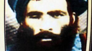talibanledaren Mulla Omar avled för två år sedan på ett sjukhus. Bilden från en kalender med hans bild på.