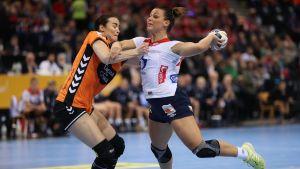 Norges Nora Mörk i handbolls-VM i semifinalen mot Holland.