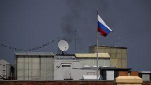 Svart rök stiger från ryska konsulatet i San Francisco.