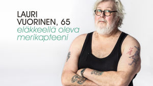 Lauri Vuorinen studiokuvassa.