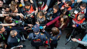 Stort medieintresse för Max Verstappen i Barcelona 2019.