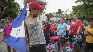 Viacrucis del Migrante har bildat en mindre migrantkaravan i Oaxaca, Mexiko.