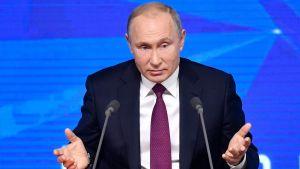Vladimir Putin talar på sin årliga presskonferens i Moskva i december 2018.