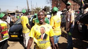 Regeringspartiet Zanu-PF:s anhängare jublade efter författningsdomstolens beslut i fredags