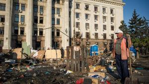 Lördagsmorgon efter fredagens förödande brand i Odessa.
