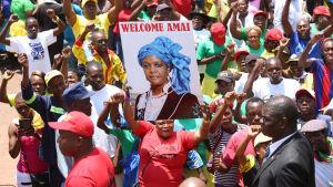 Så sent som den 8 november höll Zanu-PF ett massmöte i Harare till stöd för Grace Mugabe.