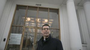 vd Hannu Hautala utanför Nordkalks huvudkontor i Pargas.