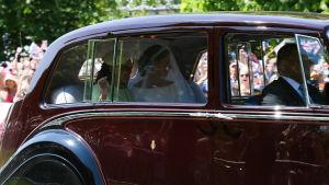 Bruden anländer